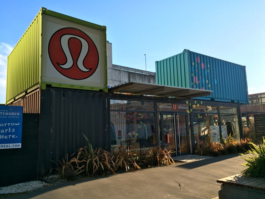 There's even a Lululemon! I had to force myself not to buy anything -___-